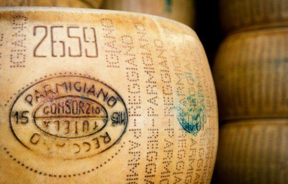 Portato alla luce il mistero del microbiota del Parmigiano Reggiano